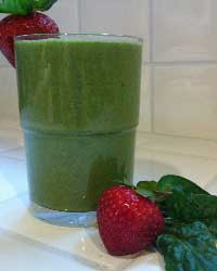 spinach_strawberry_smoothie\ Detox\ Tri Holistic Nutrition| Weight loss| Oakland Nutritionist